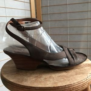 """One of 2"" brown leather sandal low heel Annette"